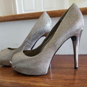 Beautiful Guess Silver Heels.